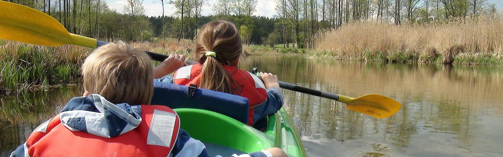 Niños en kayak