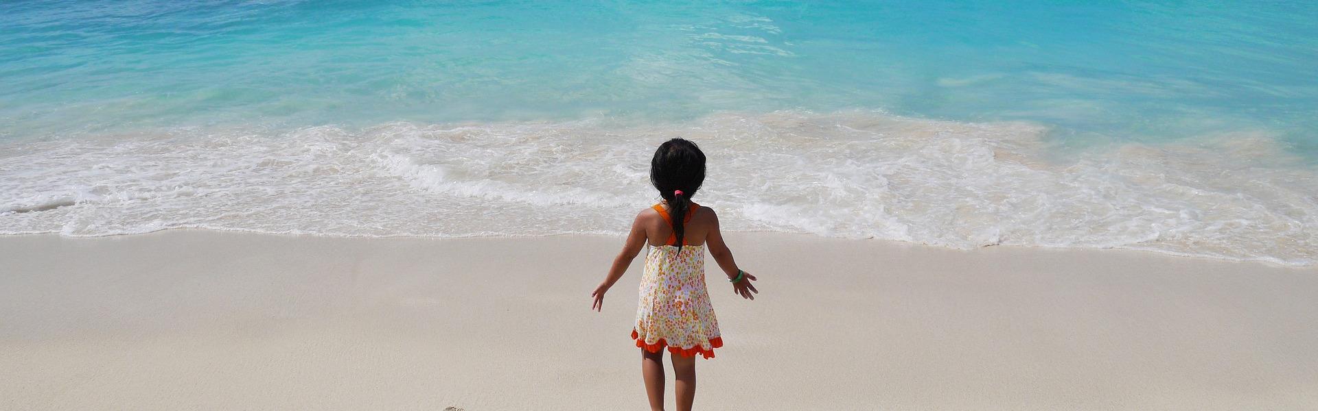 Niña en la playa